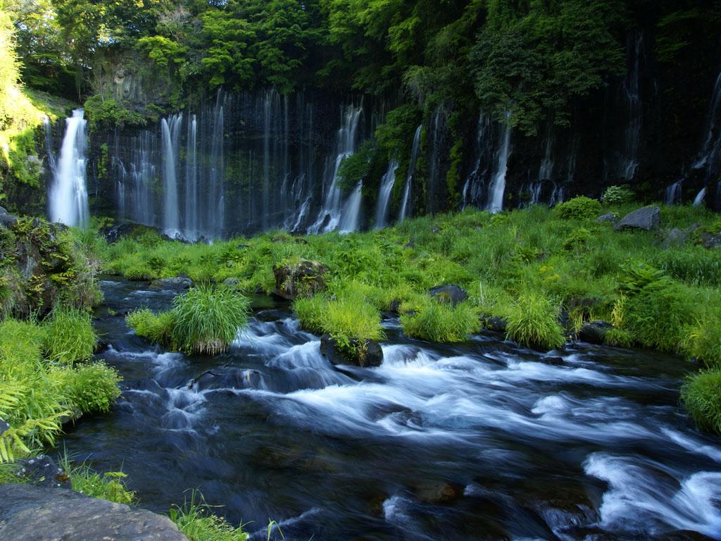 白糸の滝全景 シャッター速度優先で撮る滝の写真 デジ一生活.com シャッター速度優先で撮る滝の